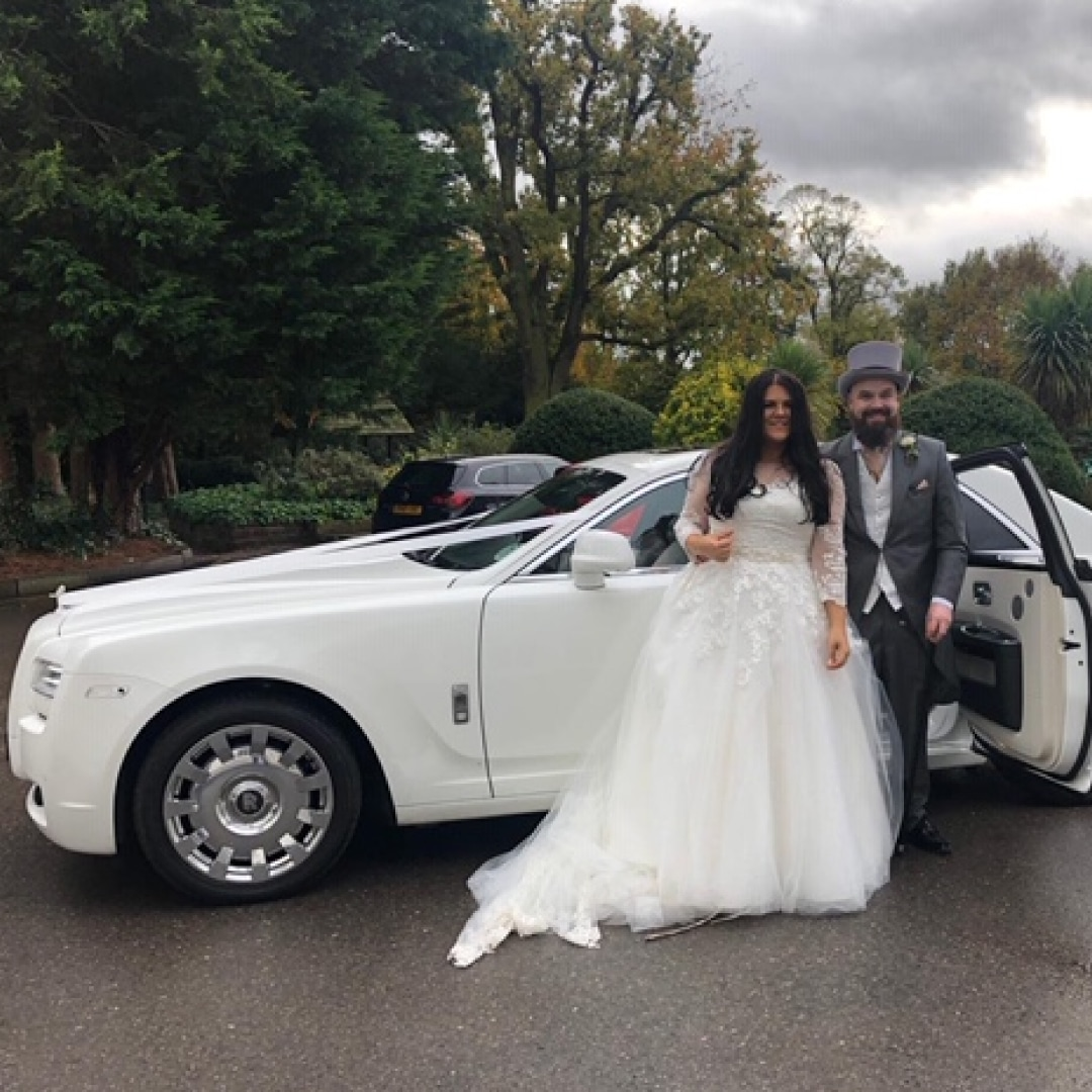 Red Carpet Cars | Luxury Wedding Cars | Couple